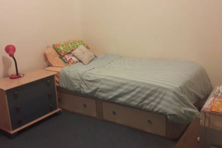 Cosy Large bedroom in Aylesbury town Centre - Aylesbury