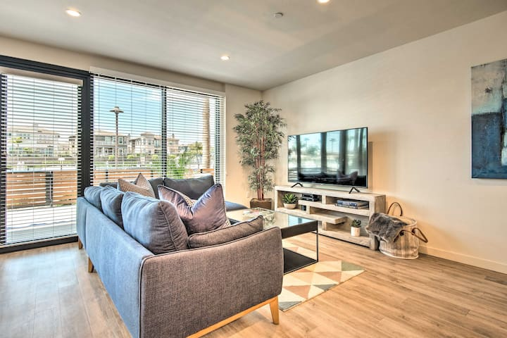 NEW! Accessible Studio with Patio + Harbor Views!