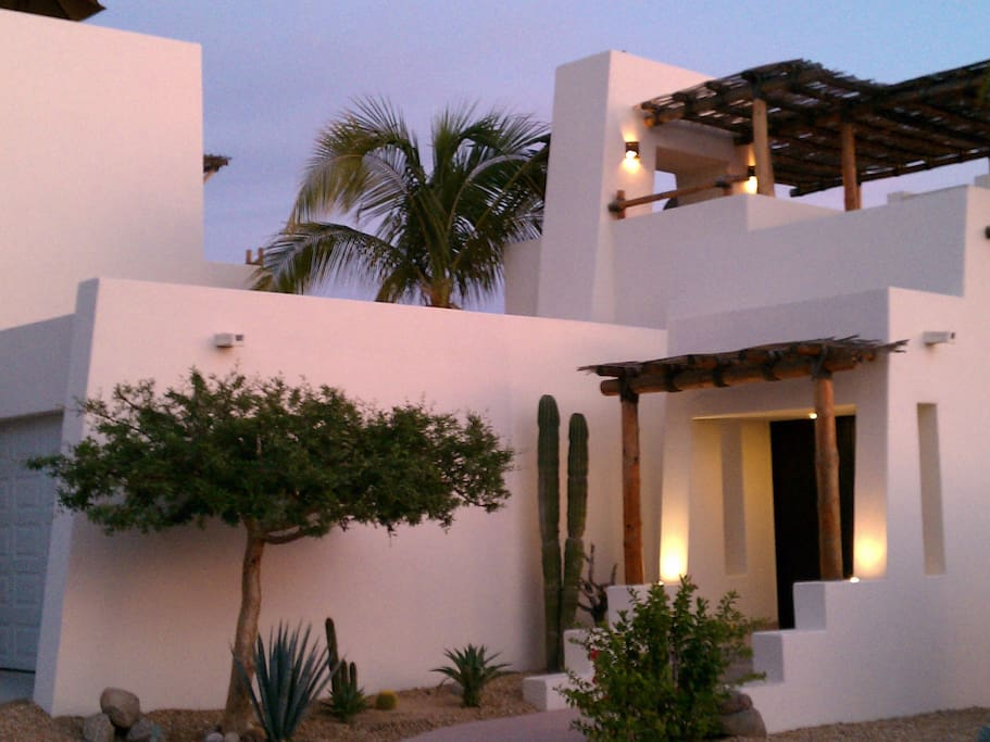 Casa Pura Vida...contemporary design meets traditional Mexico.  3 Bedroom, 2.5 bath, 2,000 sq. ft. in addition to a 1,000 sq. ft. rooftop palapa.