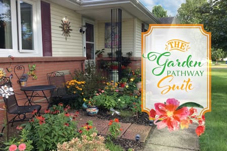 Perfectly Located, Comfortable Garden Suite - Rochester