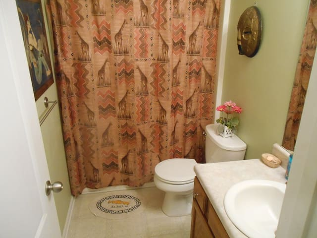 Beautiful Furnished Rm Priv Bath - Douglasville - House