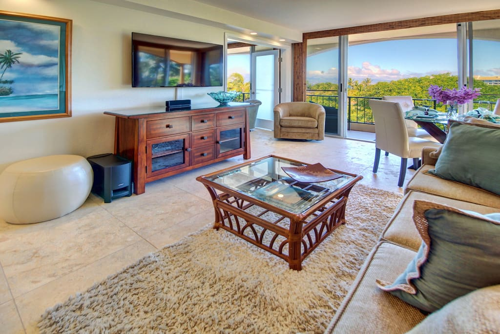 You'll enjoy a new redecorated condo without loosing the relaxation of a true Hawaiian resort