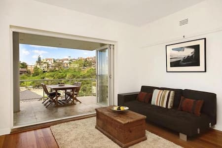 2 Bed Beach front apartment overlooking Tamarama