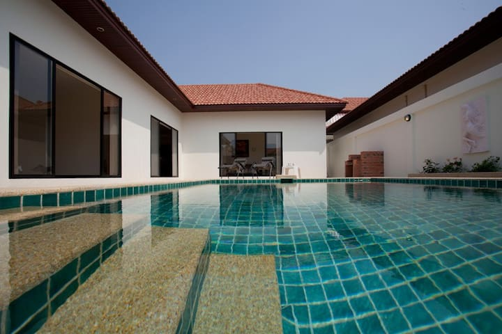 sleeps 6, villa pool and Beach - Pattaya - Haus