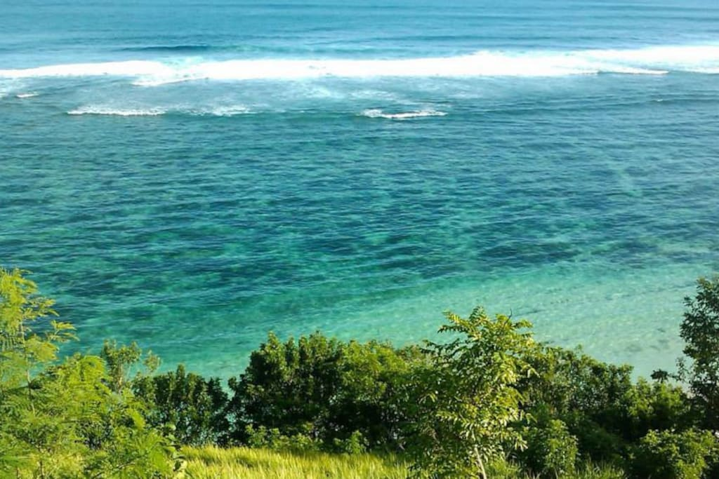 Greenbowl the nearest surf spot to the house is 3 minutes drive away + stairs down to the white sand beach