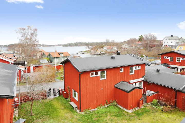 Steps away from townsquare,by water - Vaxholm - Casa