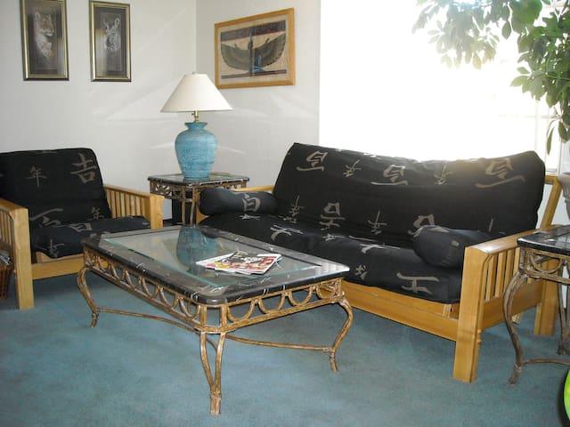 Lemurian Lodge B&B, South Room