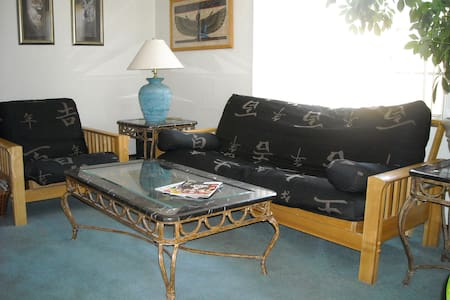 Lemurian Lodge B&B, South Room - Albuquerque - Haus