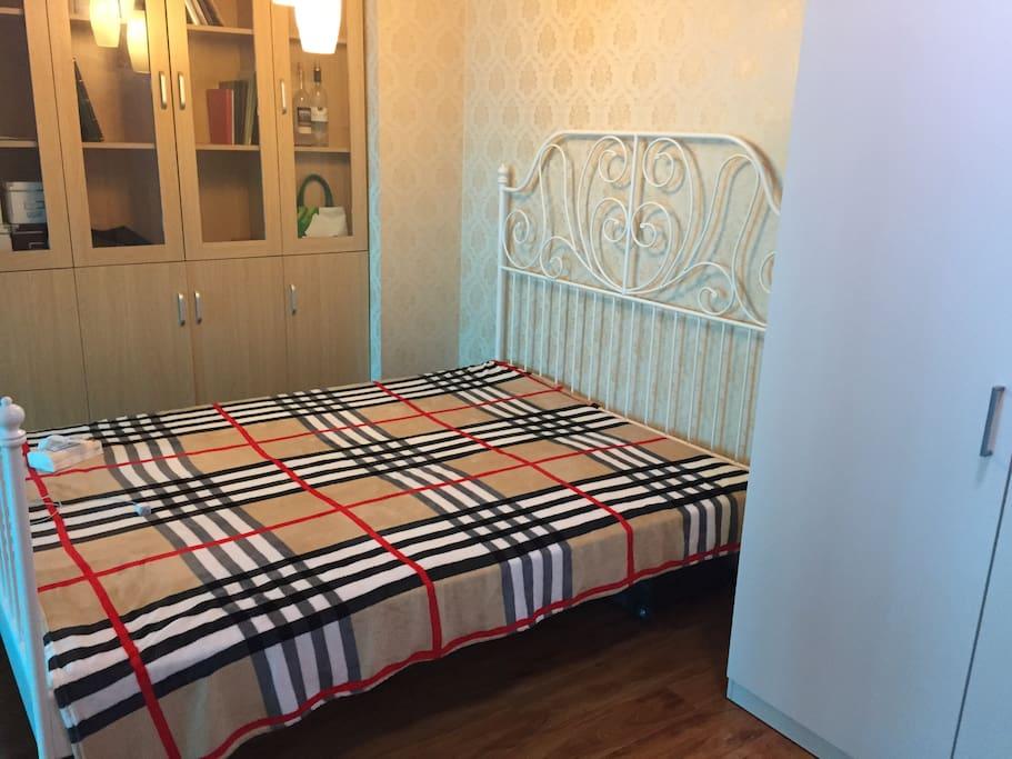 Small bedroom-1