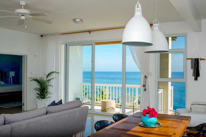 Oceanfront Penthouse at Whispering Seas, Ocho Rios