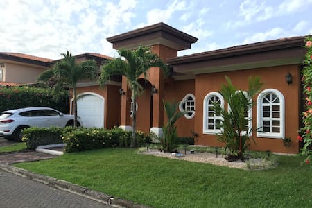 2 minutes to beach, gated community - Bejuco - Hus