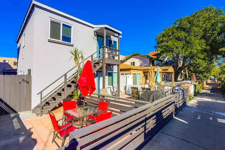 Beautiful Remodeled! Bay Side Condo