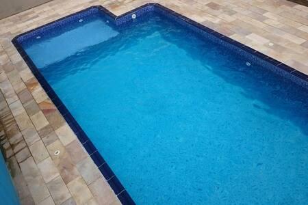 Casa em Peruibe com piscina a 15 min a pé da praia