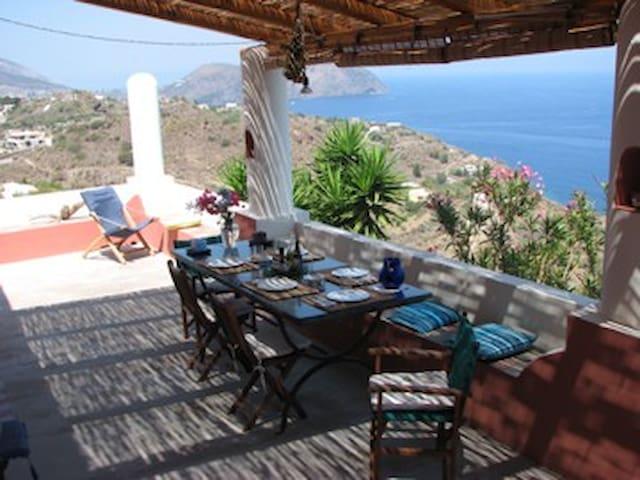 Casa  Eoliana di fronte al mare- 3 unità abitative - Lipari - Villa