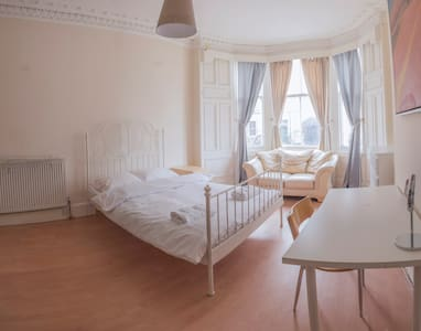 Spacious very Cozy central room C - Edinburgh - Apartment