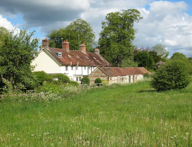 Rambler's Cottage, Heart of Dorset - Hilton - House