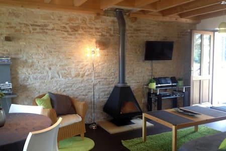 Beau Gîte avec Piscine Court séjour ou semaine - Champagny-sous-Uxelles - อพาร์ทเมนท์