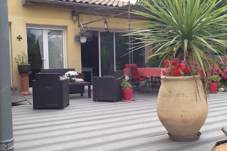 Locations de vacances villefranche de lauragais airbnb for Piscine villefranche de lauragais