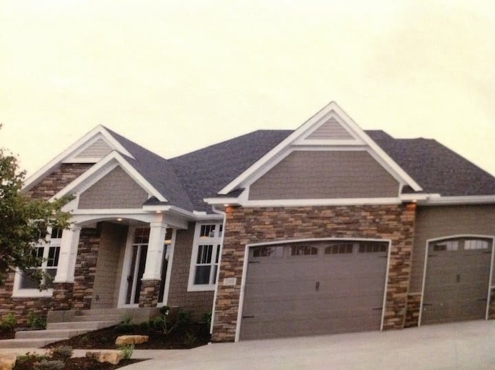 Executive 4-bedroom Home for 3M Open 2019