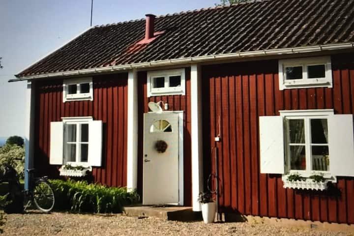 Upplev Visingsö i charmigt hus med perfekt läge