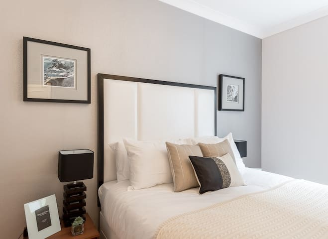 Modern new 1 bed Knightsbridge Apt