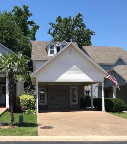 Great pet-friendly house close to Lake Hamilton!