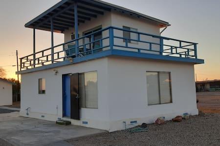 The Bombay Beach Boat House, Sea View 2 Bedroom