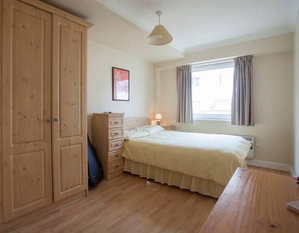 Beautiful Double Bedroom in Galway