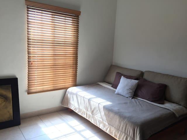 Habitación privada, Zona residencial Torreón - Torreón - Hus