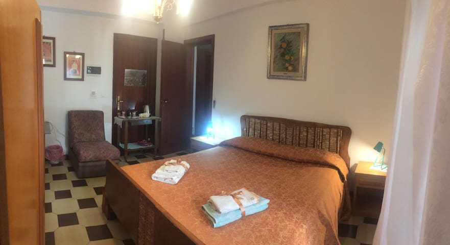 Double room close to sea (100m)and Taormina