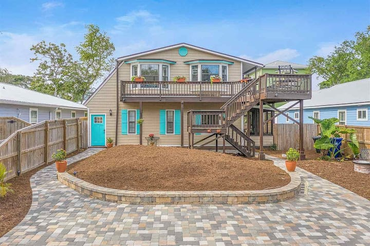 Minutes to Beach, Marina, Parks, & Historic Town!