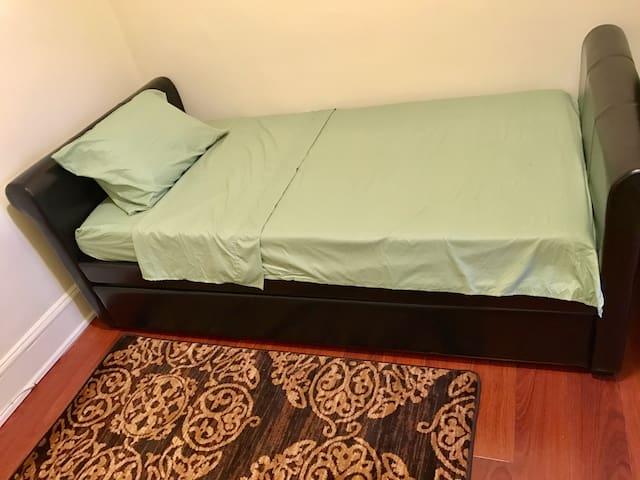 Comfortable Bedroom in Astoria - New York  - Apartment