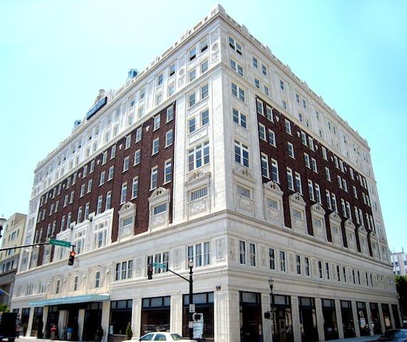 Modern, Chic Loft Downtown/Parking - Louisville - Condominium