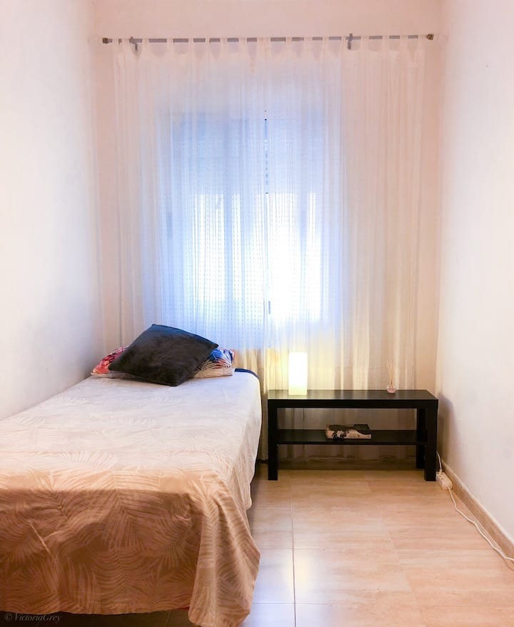 Bright and Cozy Room ! Airport zone near to Madrid