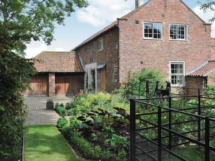 Moxby Priory Cottage (26728)