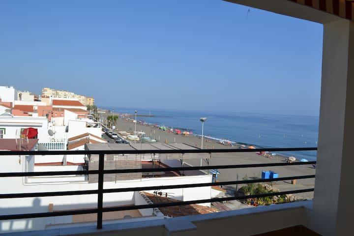 Fantásticas vistas Ático frente al mar WIFI y A/AC - Algarrobo-Costa - Lejlighed