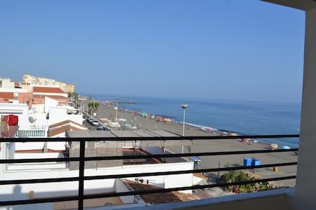 Fantásticas vistas Ático frente al mar WIFI y A/AC - Algarrobo-Costa - Apartamento