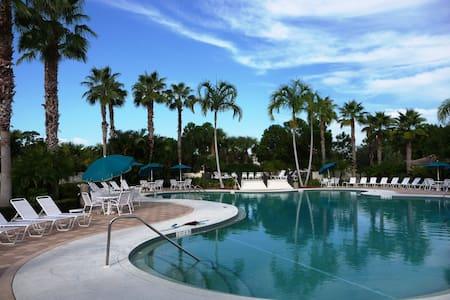 Castle Pines Condo in PGA Village Sleeps 6 - Port St. Lucie