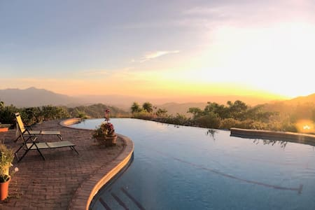 Alto del Monte Vista guess house with pool access