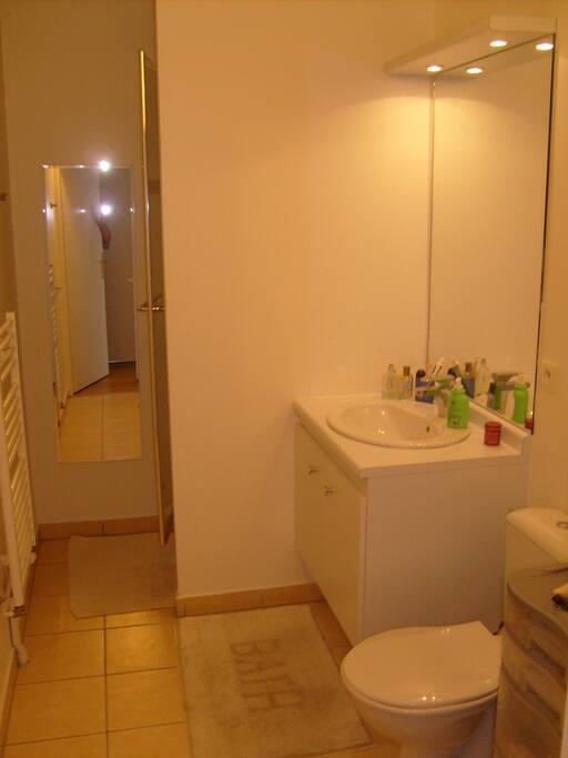 Douche, lavabo, WC