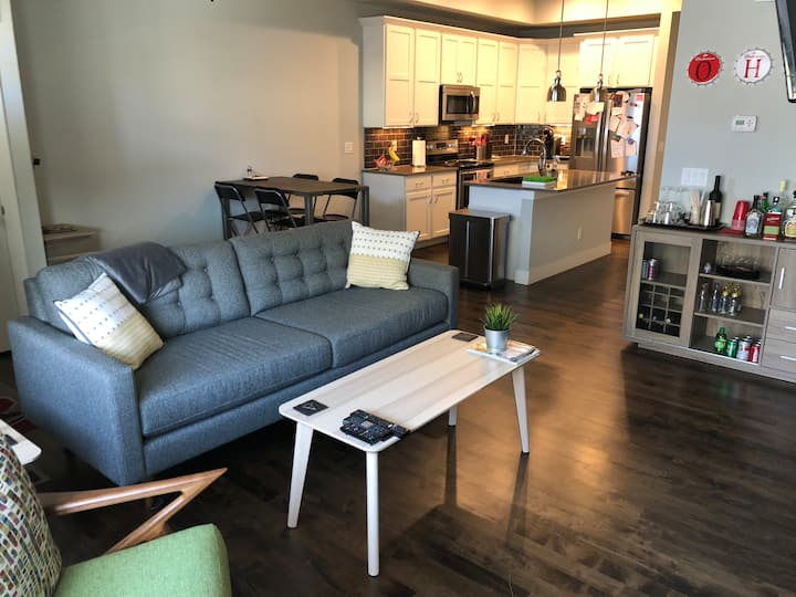 Modern Townhouse: No Cleaning Fee & Lots of Extras