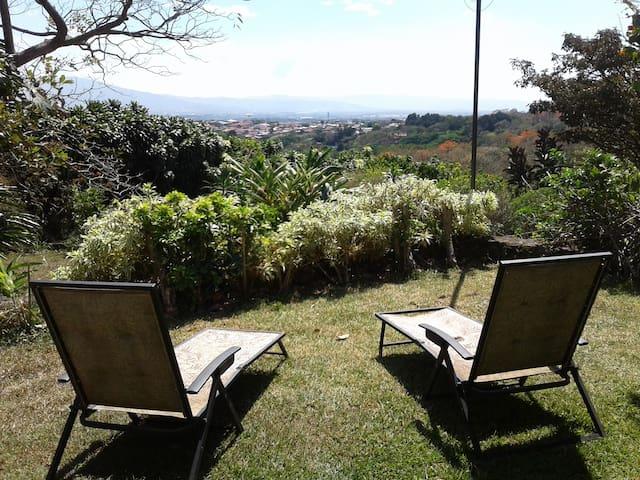 Pura Vida Vista Guesthouse - Santa Bárbara de Heredia - Leilighet