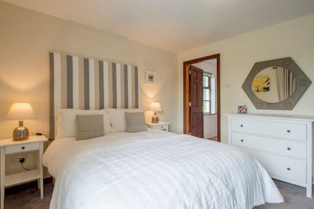 Ardagh Guest Lodge with Stunning Sunset Sea Views - Clifden - Hus