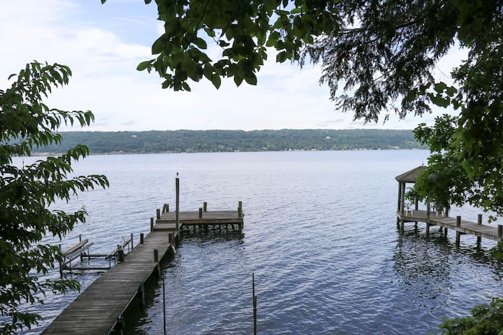 Beautiful West Shore Home w/Large dock Sleeps 10