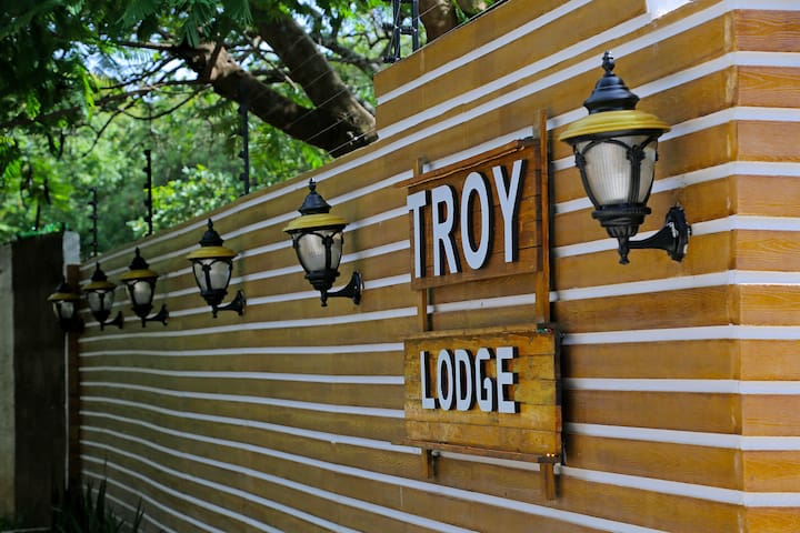 TROY Double Studio 203, Bed and Breakfast