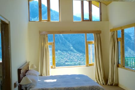 Mountain views from every room, stylish apartment - Manali - Pis