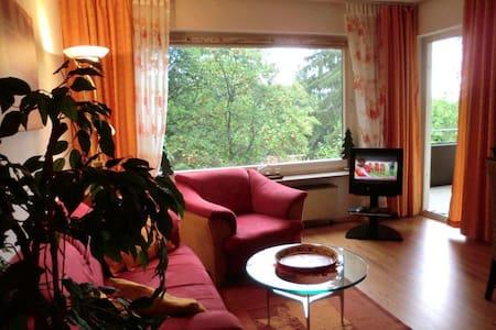 Fewo Am Waldrand mit Schwimmbad - Appartement