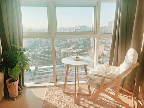 High-rise unit w/ amazing view near Seoul Station