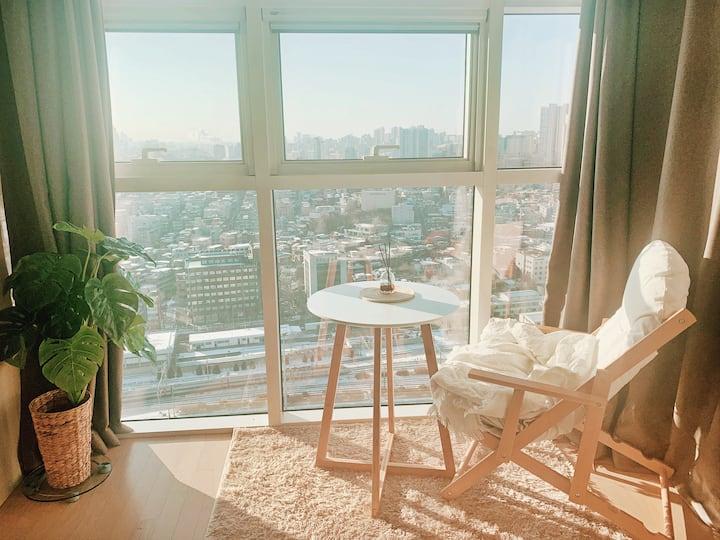 High-rise unit w/ amazing view near Seoul Station