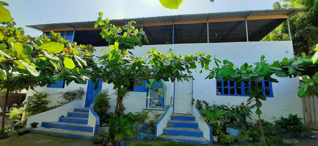 Casa los arbolitos en Ballenita 100% Manabita